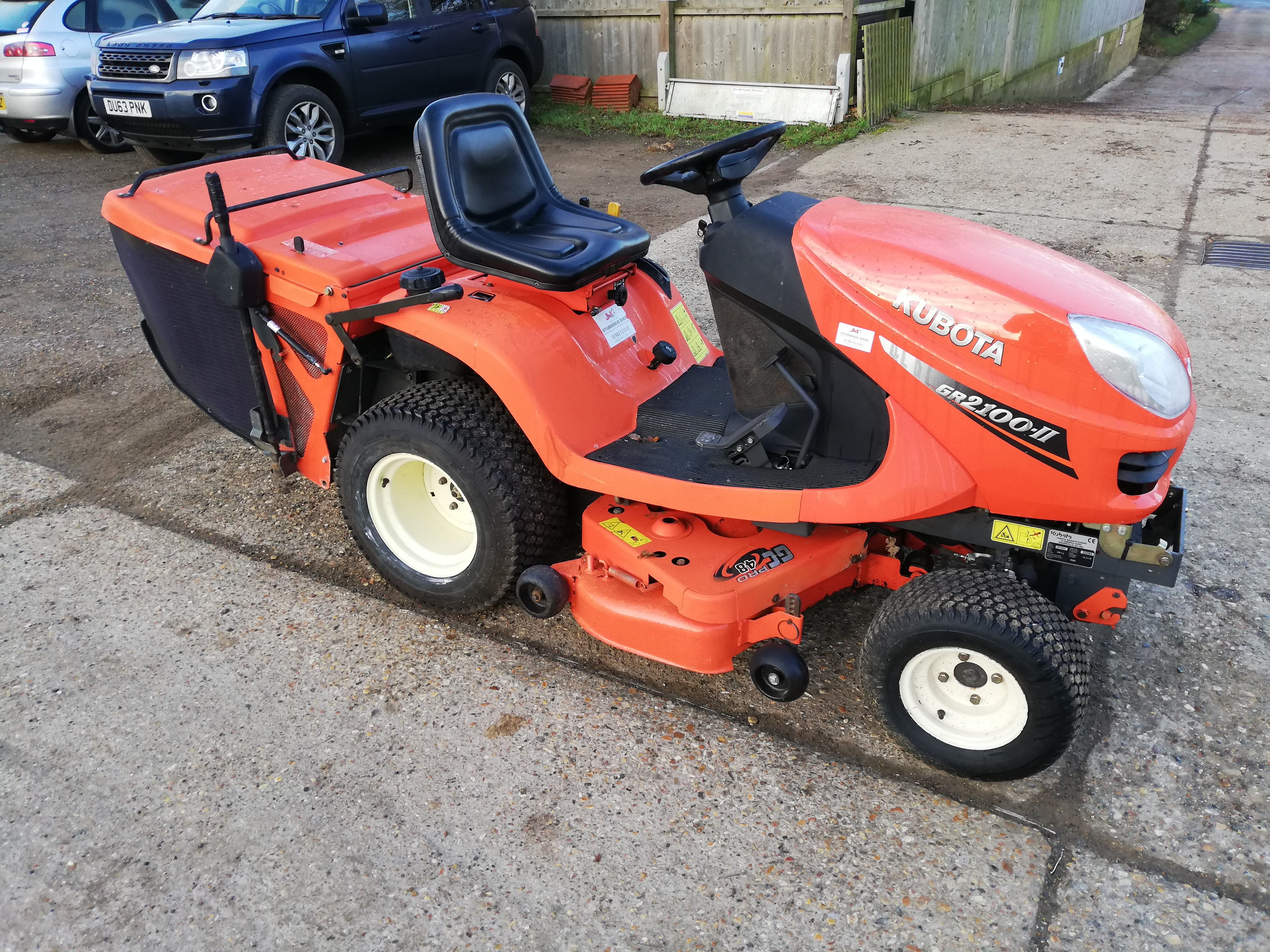 "kubota-gr2100-ii-collector-mower-with-48""-deck"